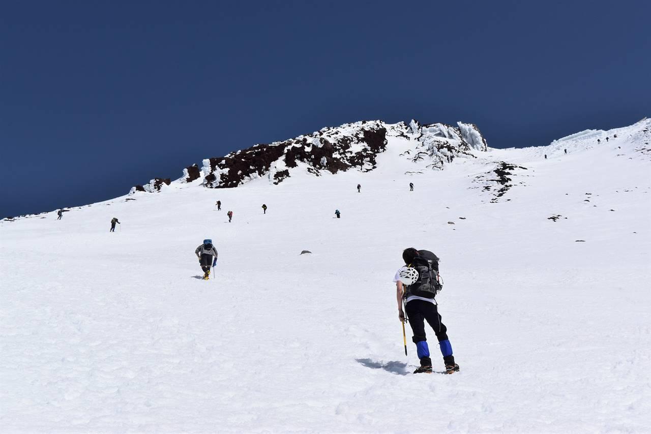 雪の富士登山