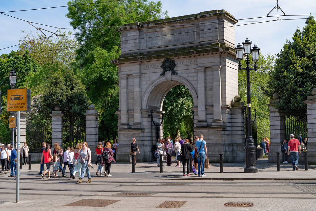 FUSILIERS' ARCH AT THE ENTRANCE TO ST. STEPHEN'S GREEN IN DUBLIN [WAS REFERRED TO AS THE TRAITOR'S GATE] 001