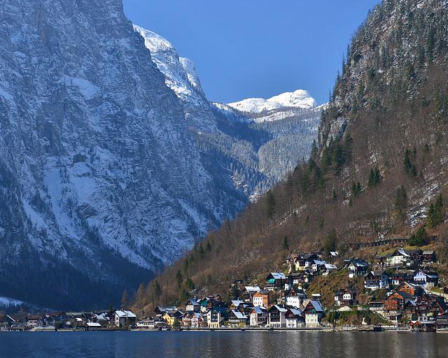 Vistas de Hallstatt desde el barco que navega por el lago Hallstätter