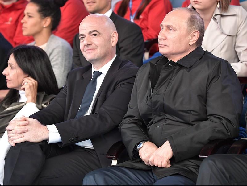 俄羅斯總統Putin(圖右)對自己國家安全掛保證。(AFP授權)