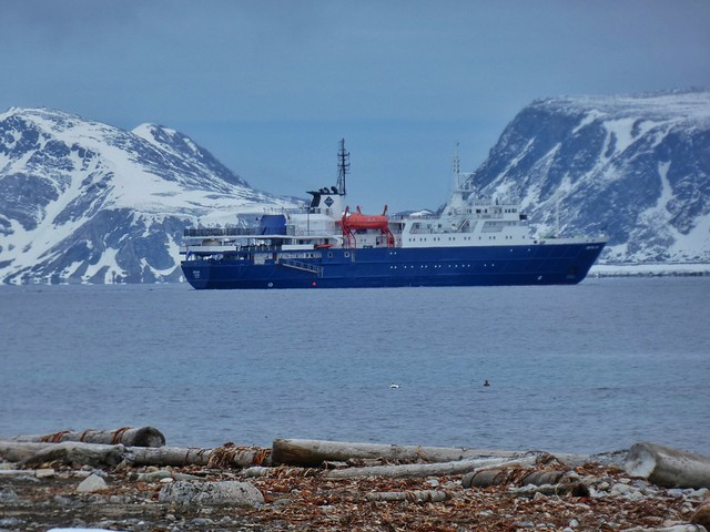 Barco MS/Ortelius en Svalbard