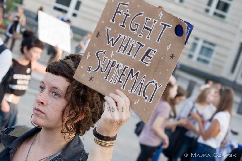 2017年8月16日,在德國柏林,反法西斯行動者聲援美國維吉尼亞州夏洛特維爾鎮上的反白人至上主義運動。(影像來源:majka czapski /flickr)