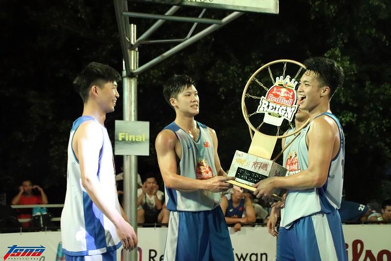 Red Bull Reign 3對3籃球賽台灣區冠軍「朱朱可愛」。(林志儒/攝)
