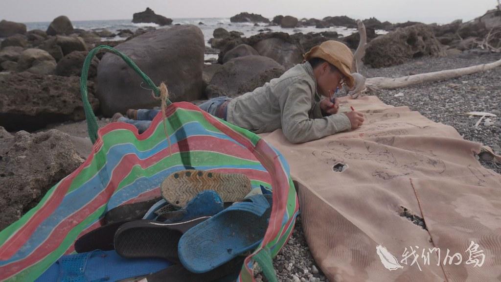 961-3-31s拉黑子用海漂垃圾做為藝術創作的素材,一開始並非從環保出發,主要動機,源自於他對「垃圾」的疑惑。