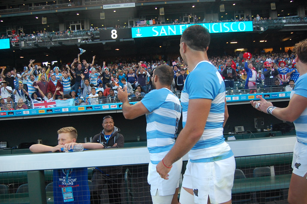 Argentina 7s team greet fans after their match