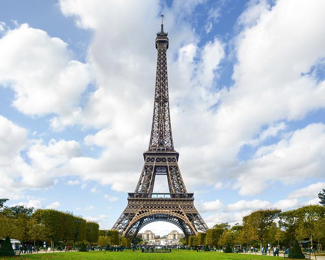 Tutorial para aprender como subir a la torre Eiffel sin esperar colas