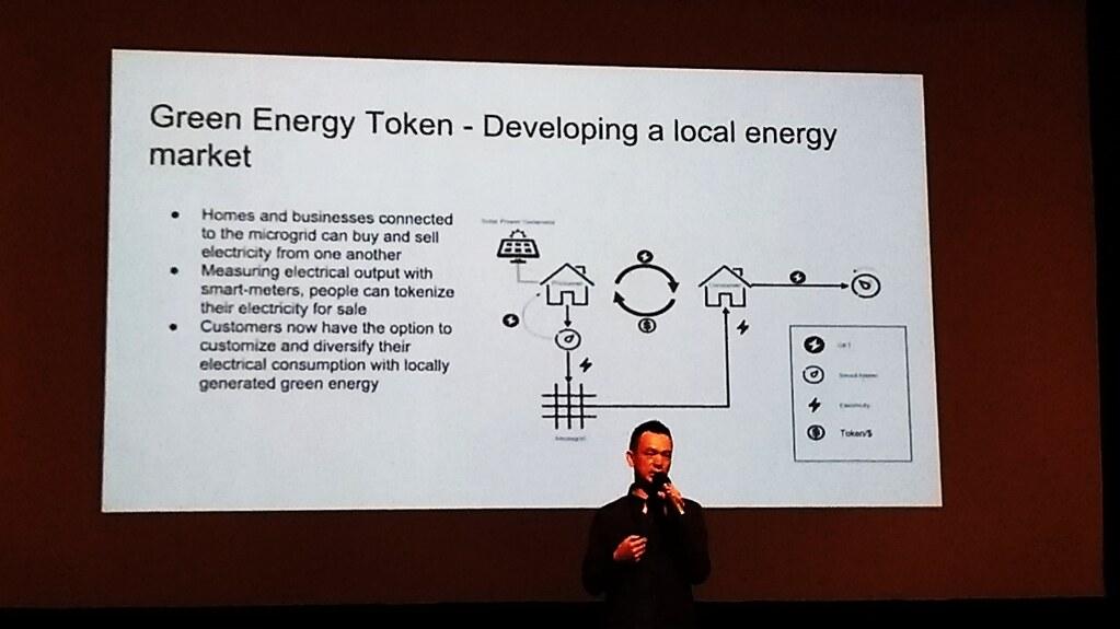 數金科技執行長李亞鑫介紹,利用綠能代幣可創造地區性電力市場。(王振益攝)