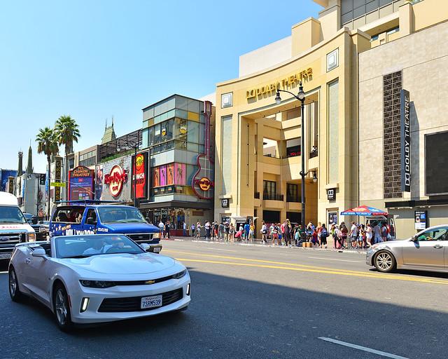 Teatro Dolby de Hollywood frente al paseo de la fama