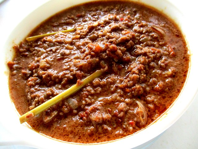Minced beef satay sauce