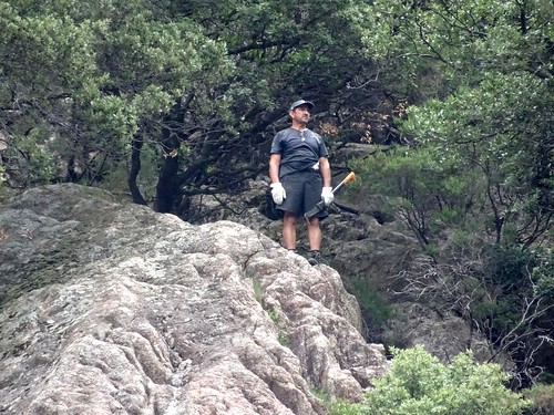 Jean-Jo parti en exploration en RG du ruisseau en amont de la brèche