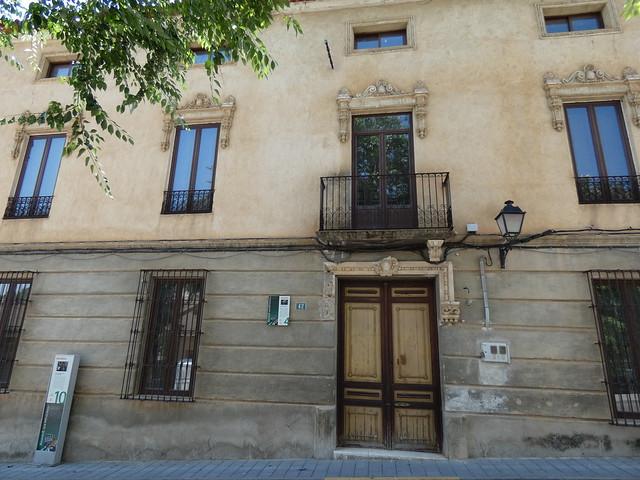 Edificio de Molinicos en cuya sala de juntas se grabaron varias escenas de Amanece que no es poco