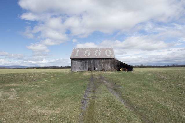 An old barn with the number 1880 on the roof