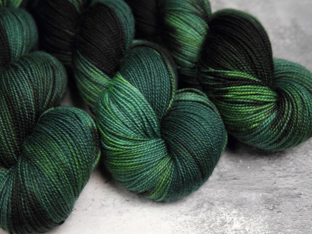 Favourite Sock – hand-dyed pure Merino wool superwash 4 ply/fingering yarn 100g – 'Shady' (dark green)