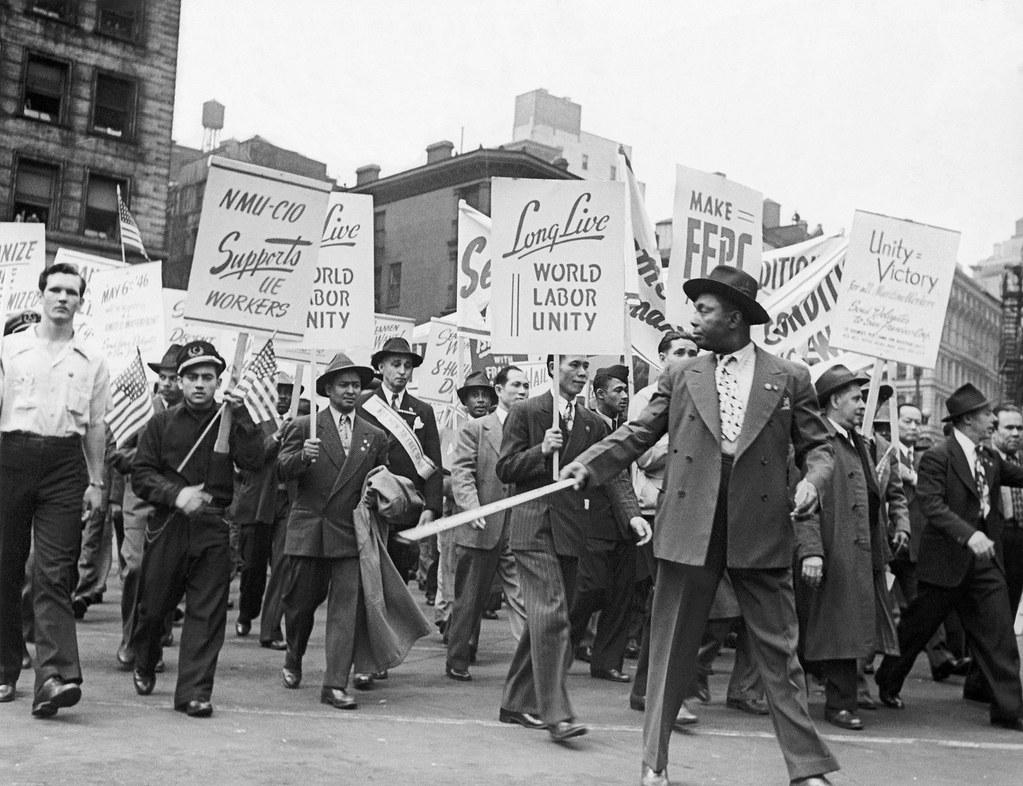 1946年纽约市的五一游行,来自不同族群的工人一同游行。(图片来源:Bettmann Archive via GettyImages)