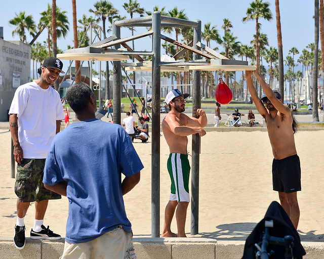 Pandillas típicas en la playa de Venice en Los Angeles