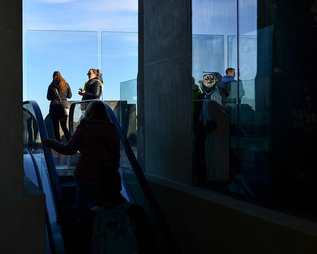 Escaleras al nivel superior del mirador del Top of the Rock en Nueva York