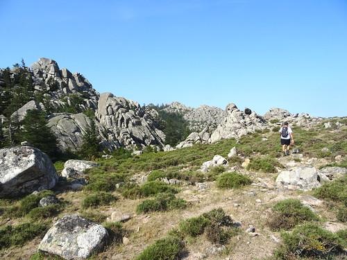 Sur la trace cairnée de la traversée Funtanedda - Apaseu : à l'approche d'Apaseu