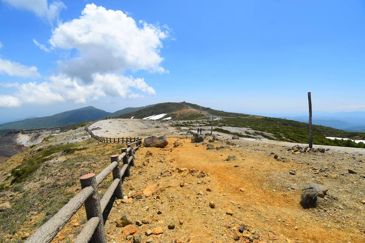 馬の背から眺める刈田岳
