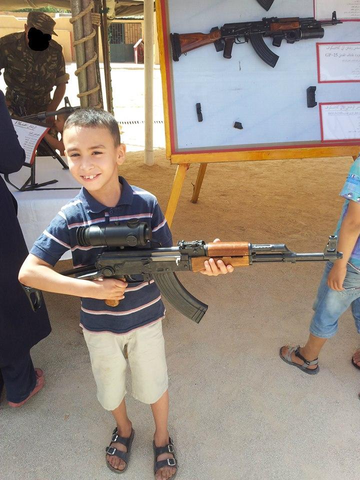 الصناعة العسكرية الجزائرية  [ AKM / Kalashnikov ]  - صفحة 2 43247524832_beb410624b_o