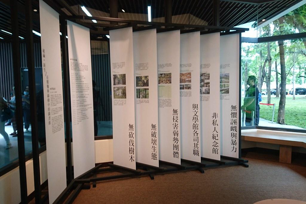 市圖在李科永紀念圖書館內展示建館五年與民團抗爭歷程。攝影:李育琴