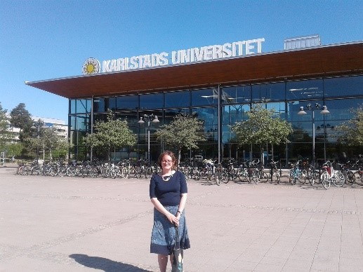 Sian standing outside Karlstad University