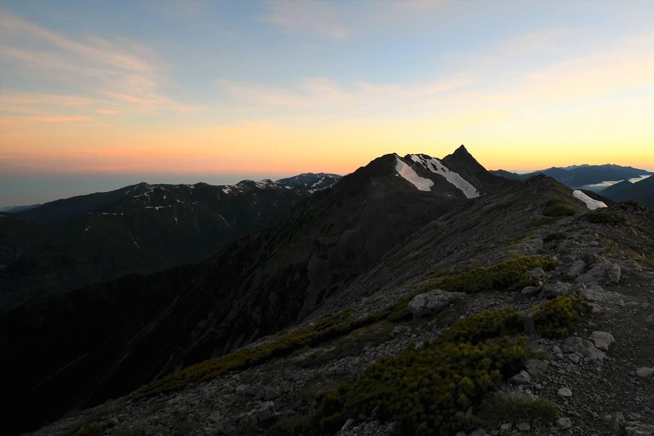 南岳から眺める槍ヶ岳と朝焼け