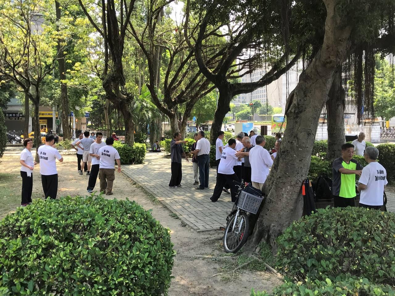 台湾 公園で行われていた太極拳