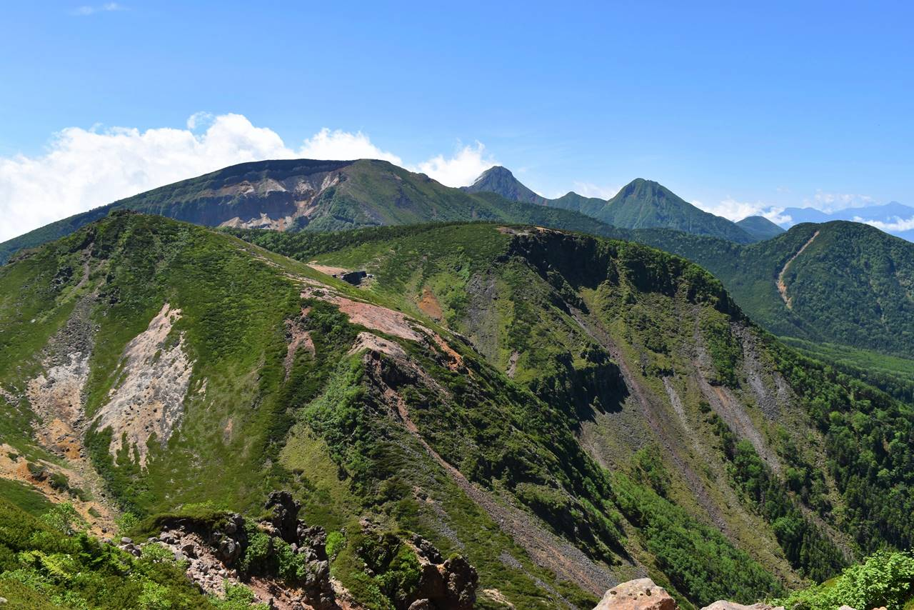 夏の八ヶ岳 天狗岳から眺める硫黄岳~赤岳