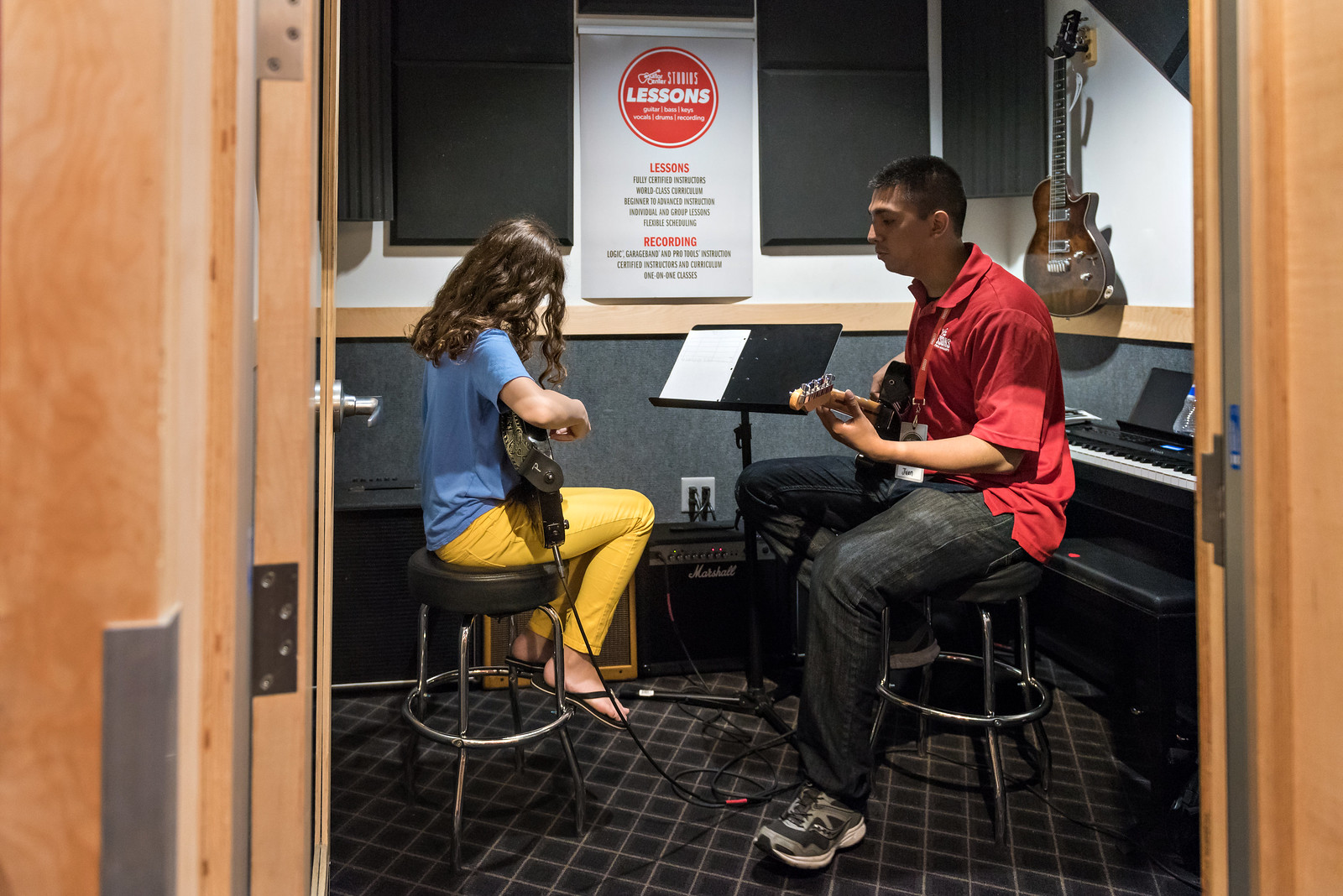 guitar lessons for kids at guitar center in the know mom. Black Bedroom Furniture Sets. Home Design Ideas