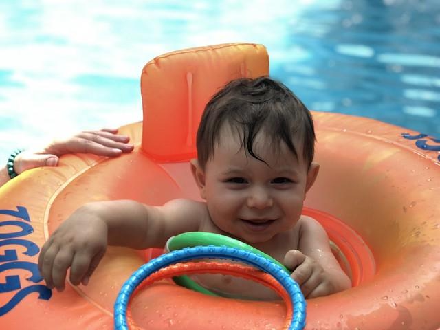 Unai en la piscina