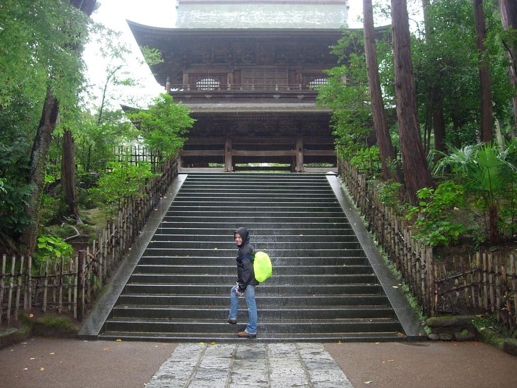 Escalera en un templo de Kamakura