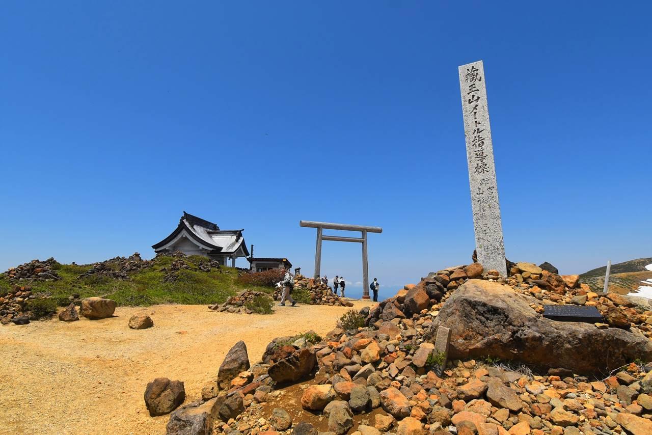 刈田岳山頂の鳥居
