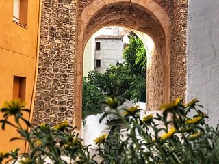 Puente de piedra del Liétor fotografiado desde el lavadero