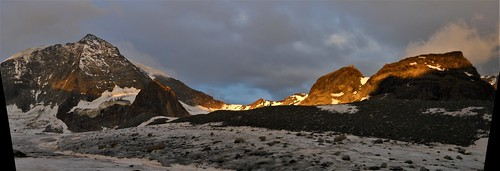 Cabane des Dix (top middle) at sunrise