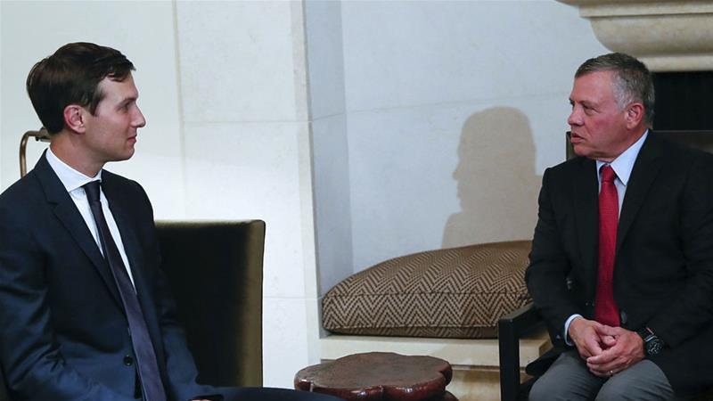 約旦國王阿卜杜拉二世(右)接見美國高級顧問傑瑞德・庫許納。(圖片來源:The Royal Hashemite Court Twitter via AP)