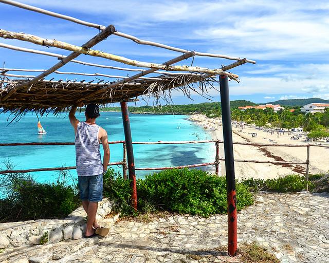 En el mirador de playa Esmeralda