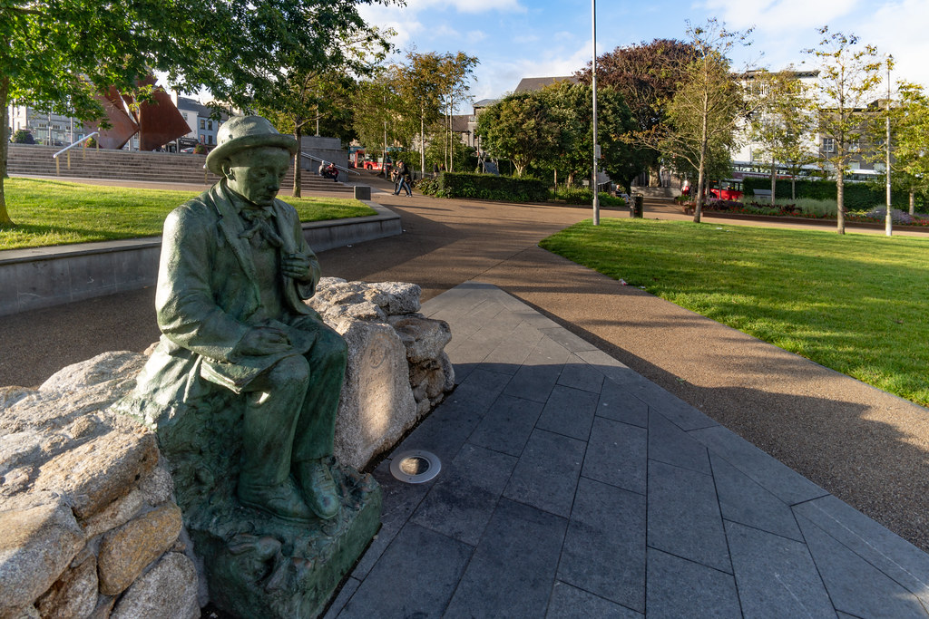 Replica Of The Pádraic Ó Conaire Statue  [Eyre Square In Galway] 003