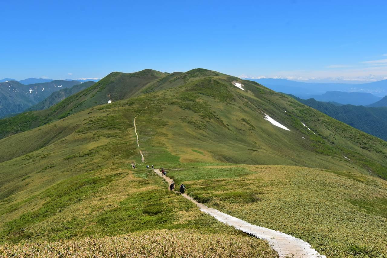 平標山から仙ノ倉山への稜線