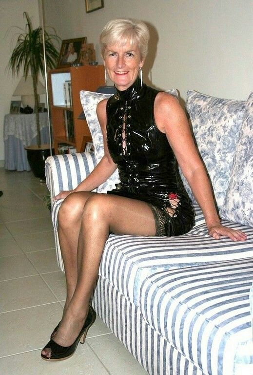 A Well Dressed Gilf That Learned How To Be A Classy Lady F -4344