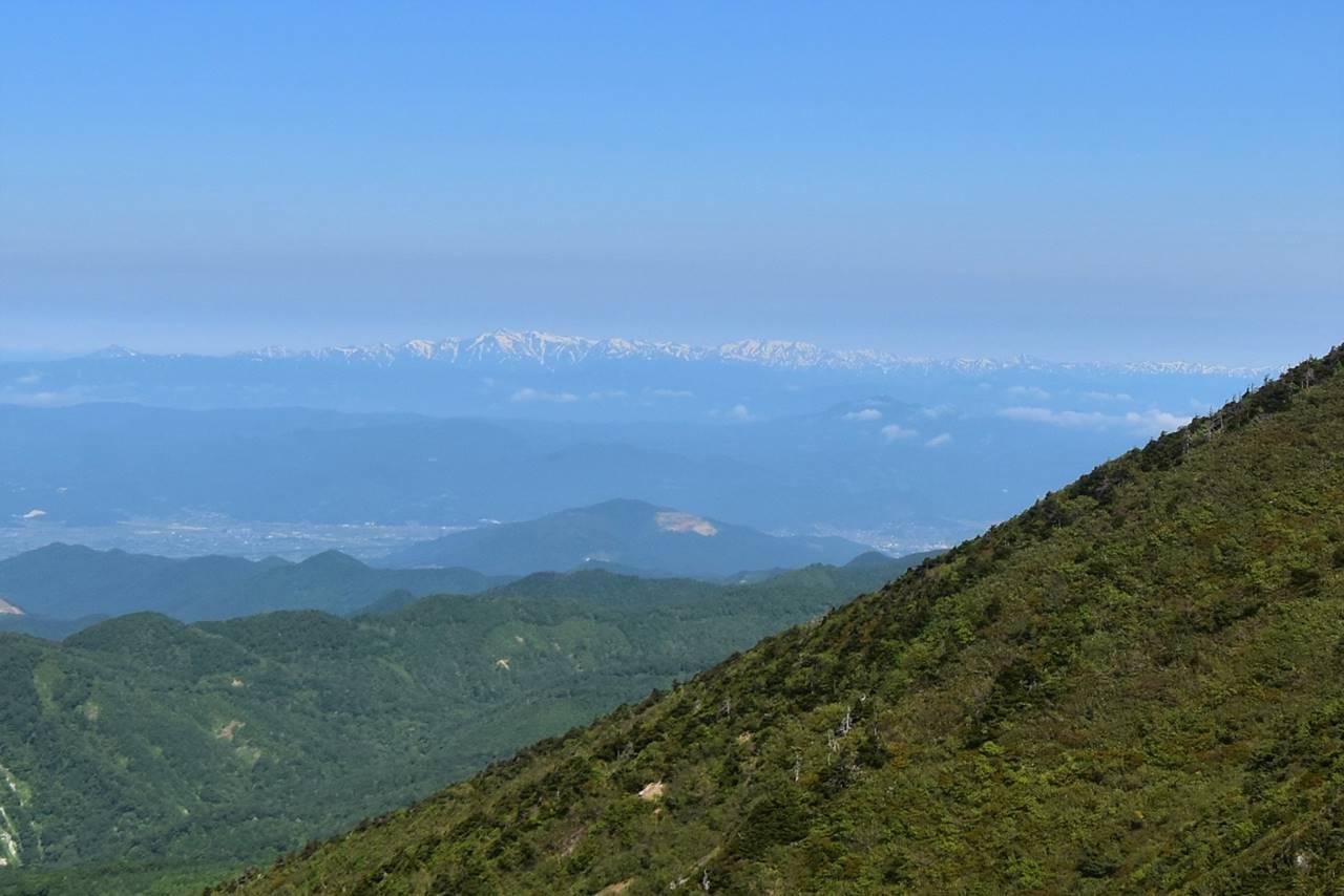 不忘山から眺める朝日連峰