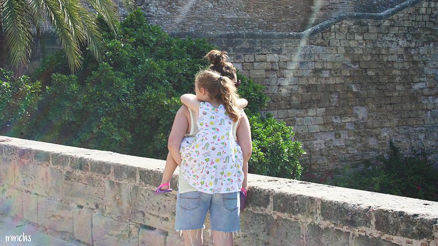 madre e hija en Mallorca