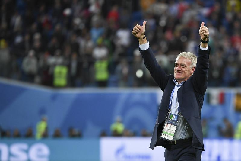 法國教練Didier Deschamps慶祝球隊進軍世界盃決賽。(AFP授權)