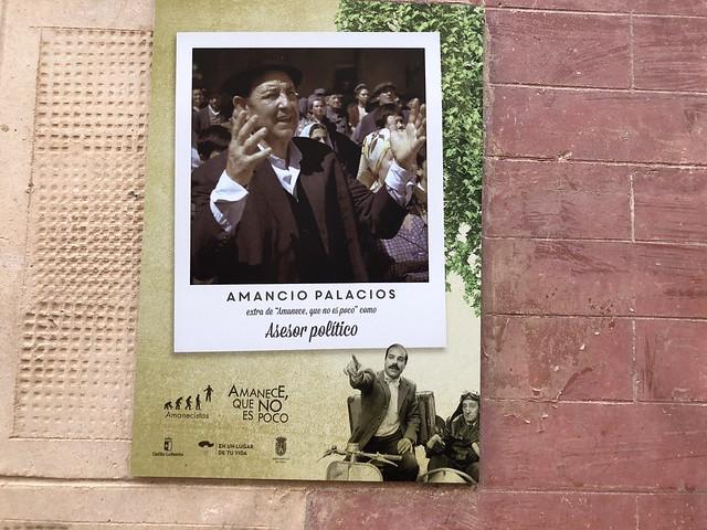Cartel indicativo de la casa de uno de los personajes de Amanece que no es poco, Amancio Palacios