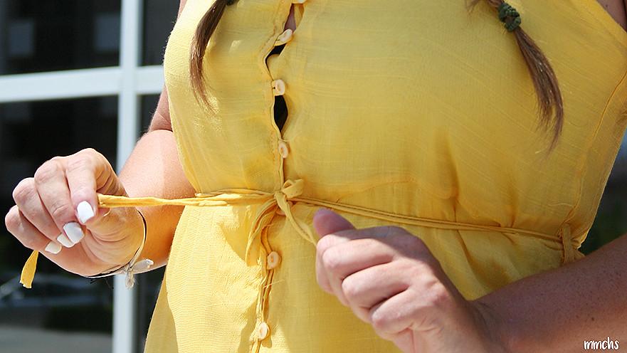 botones vestido amarillo