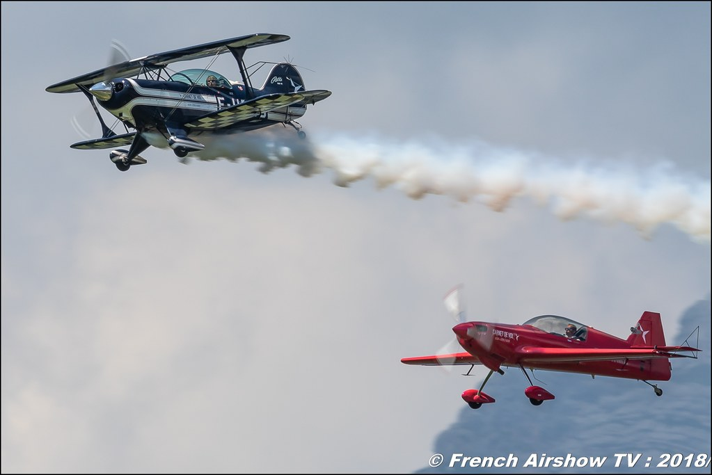 Patrouille Carnet de Vol - Pitts F-HBOB CAP222 F-WWMZ , Grenoble Air Show -Versoud 2018 , Meeting Aerien Meeting Grenoble , Alpes Dauphiné , alpes , Canon EOS , Sigma France , contemporary lens , Meeting Aerien 2018