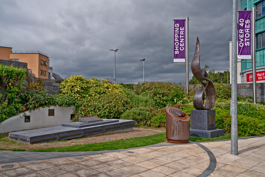 FAMINE MEMORIAL AT THE MacDONAGH JUNCTION SHOPPING CENTRE IN KILKENNY 001