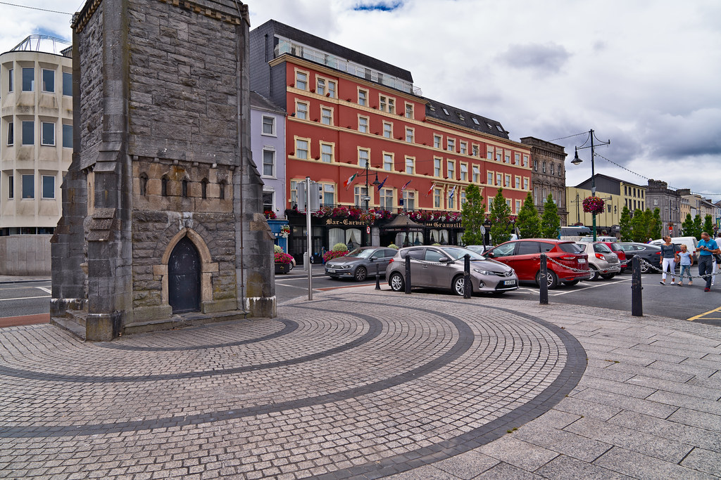 THE FOUNTAIN CLOCK ON WATERFORD QUAYS 008