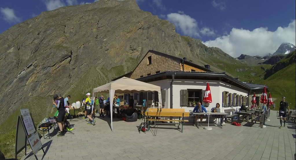 The small hut / aid station Lucknerhutte at 50K