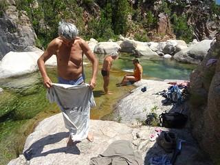 Baignade dans les vasques sous le pont de Figa