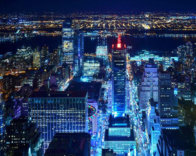 Avenidas de Nueva York y el Madison Square Garden de noche